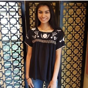 NWT THML BLK WHITE EMBROIDERED MEXICAN BLOUSE